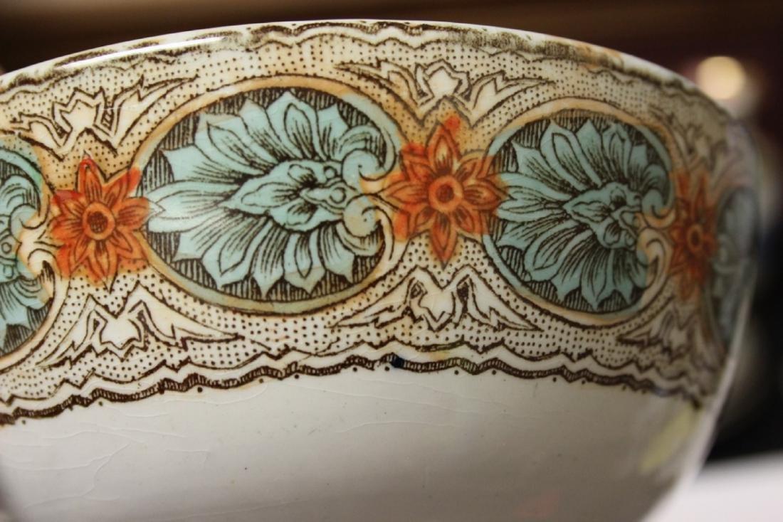 An Antique/Vintage Ceramic Bowl - 4
