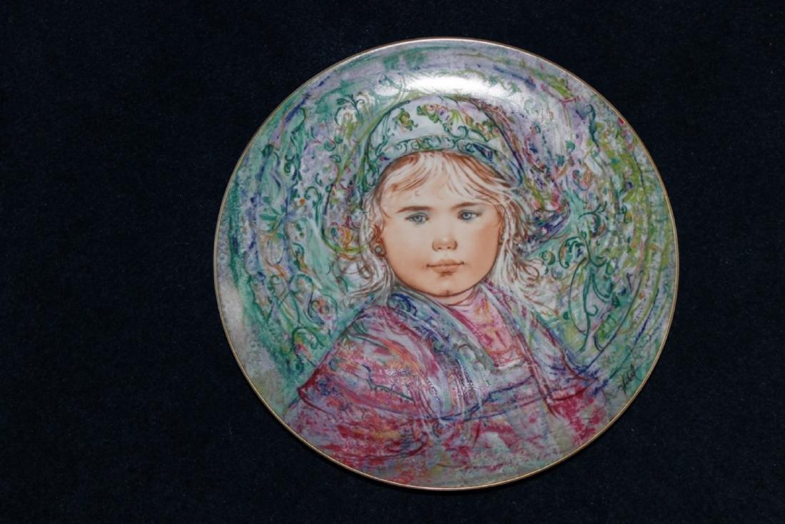 Edna Hibel Collectors Plate - La Contessa Isabella