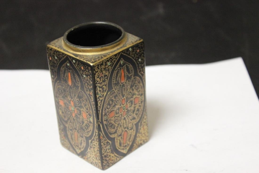 A Porcelain Rectangular Lacquer Vase with Gold Enamel