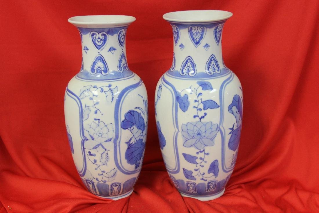Pair of Chinese Blue and White vases - 2