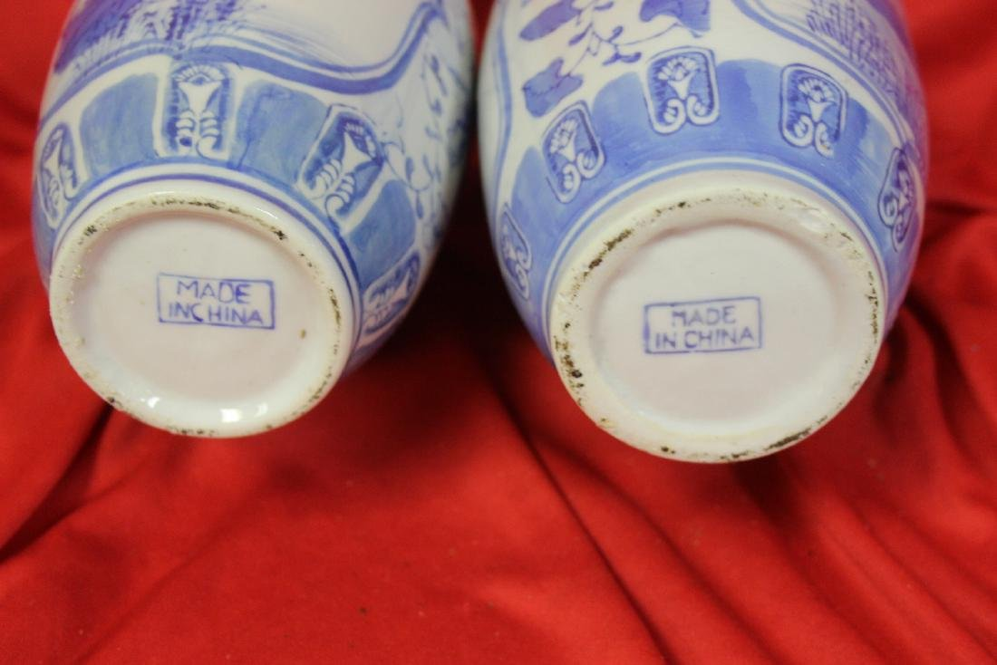 Pair of Chinese Blue and White vases - 5