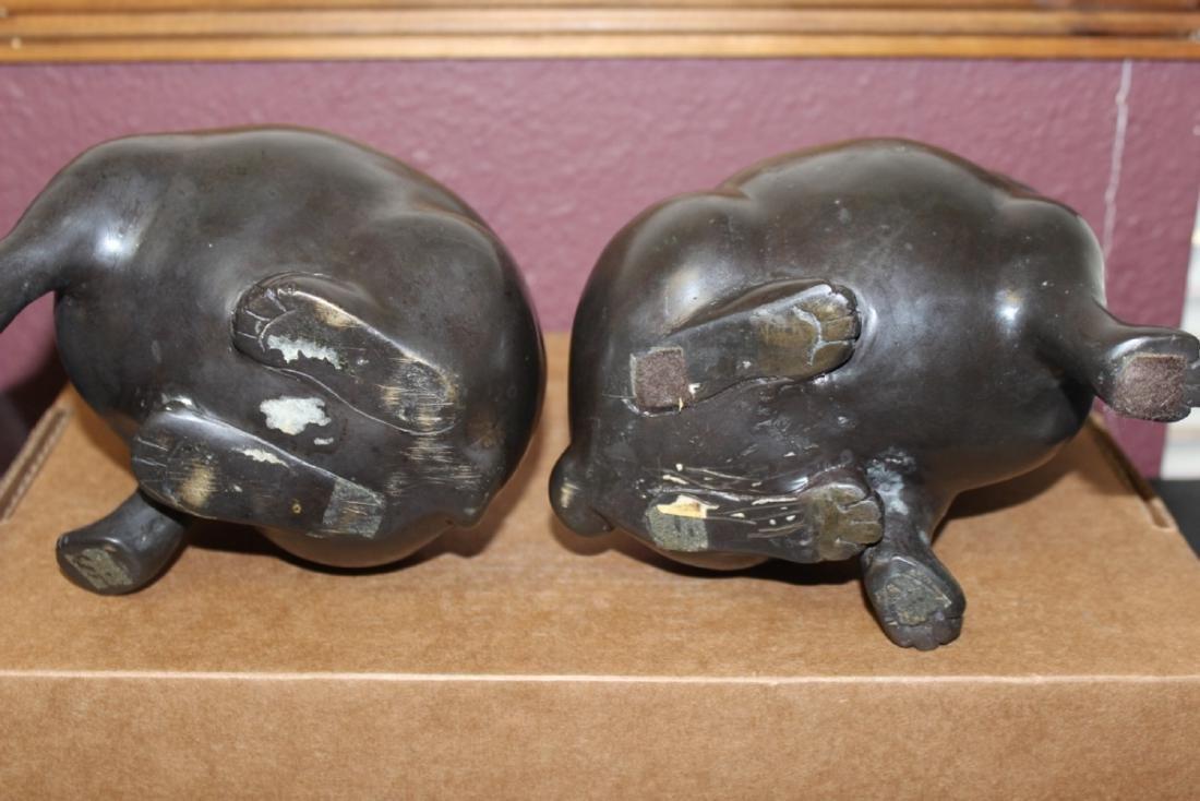 A Pair of Japanese Vintage Bronze Puppies - 5