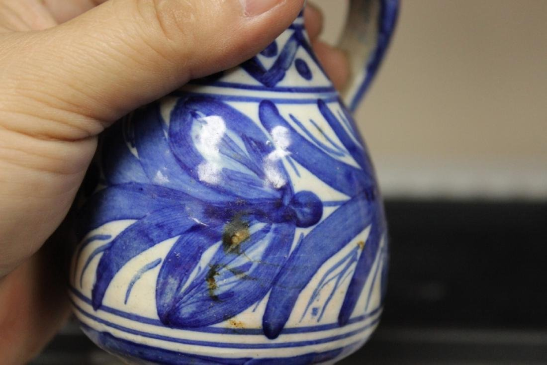 A Toledo (?) Blue and White Pottery Ewer - 5
