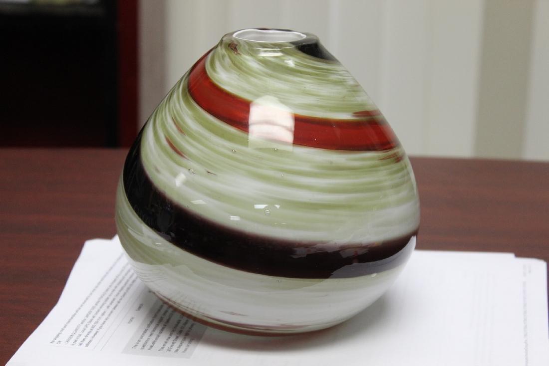 An Art Glass Vase - 2
