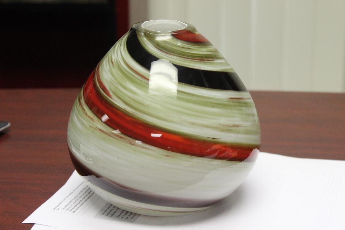 An Art Glass Vase - 4