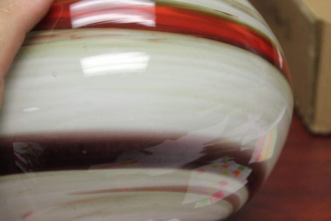 An Art Glass Vase - 8