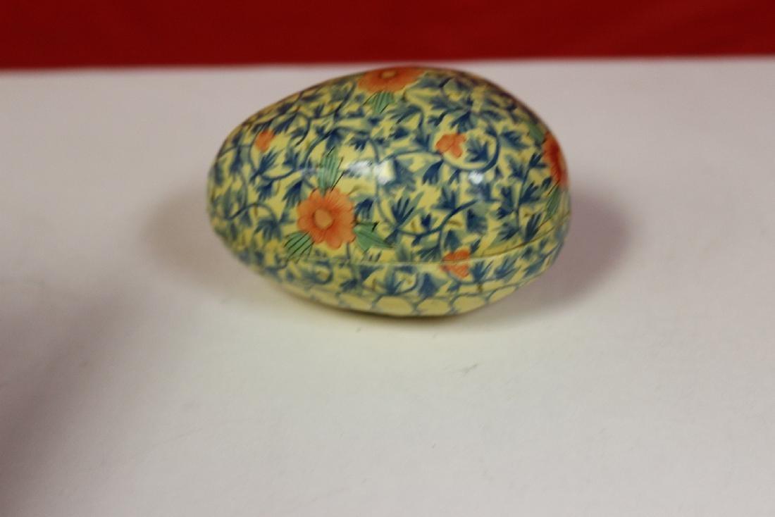 a Lacquer Egg Form Trinket Box