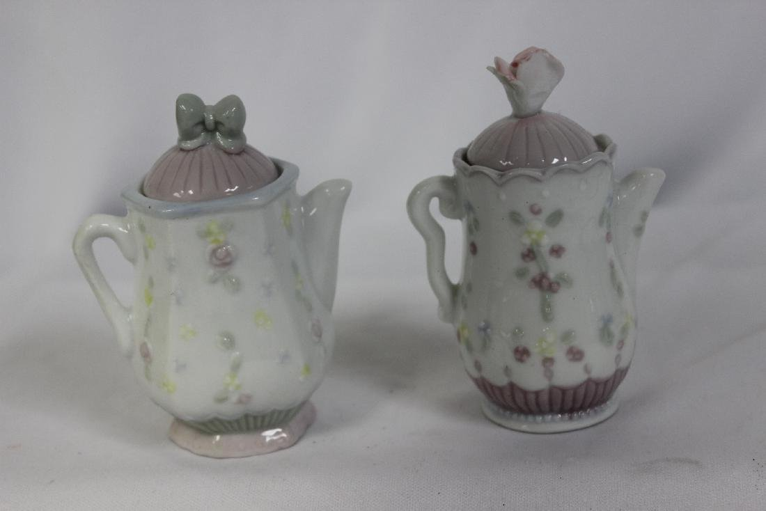 A Pair of Precious Moments Spice Containers - 4