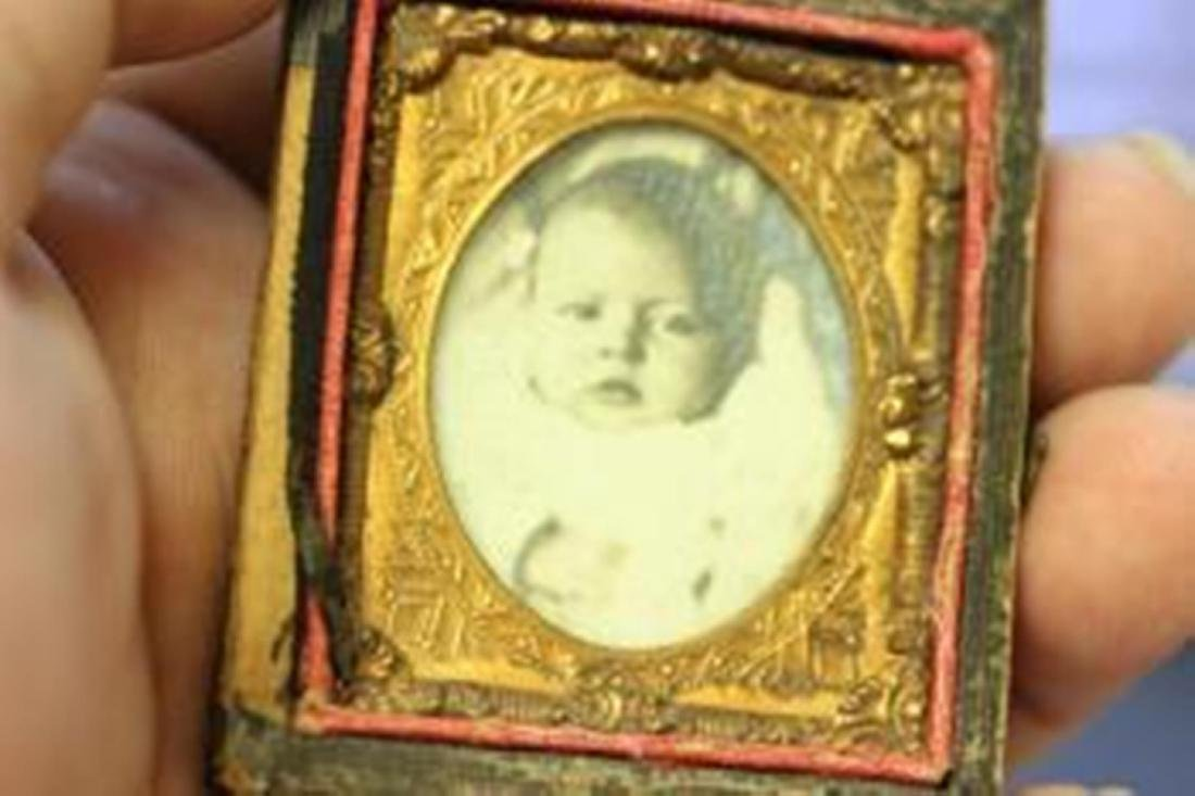 A Small Tin Type Photograph of a Baby - 5