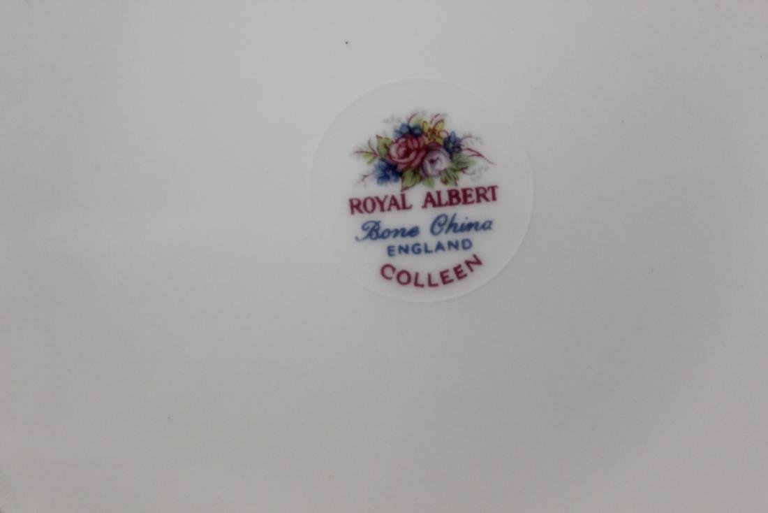 """A Pair of Royal Albert Plates """"Colleen"""" Pattern - 4"""