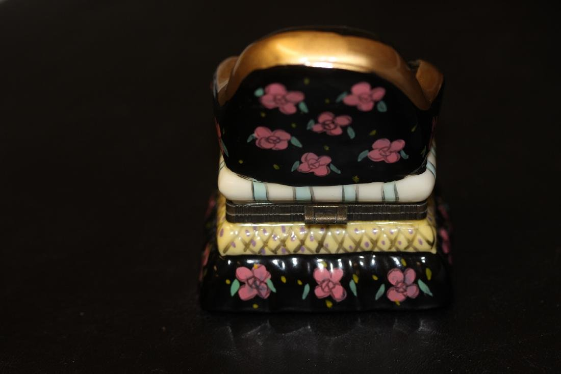 A Porcelain Trinket Box - 3