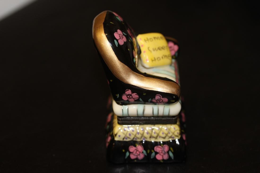 A Porcelain Trinket Box - 4