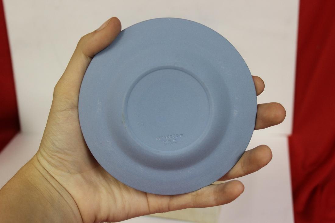 A Wedwood Jasperware Round Dish - 2
