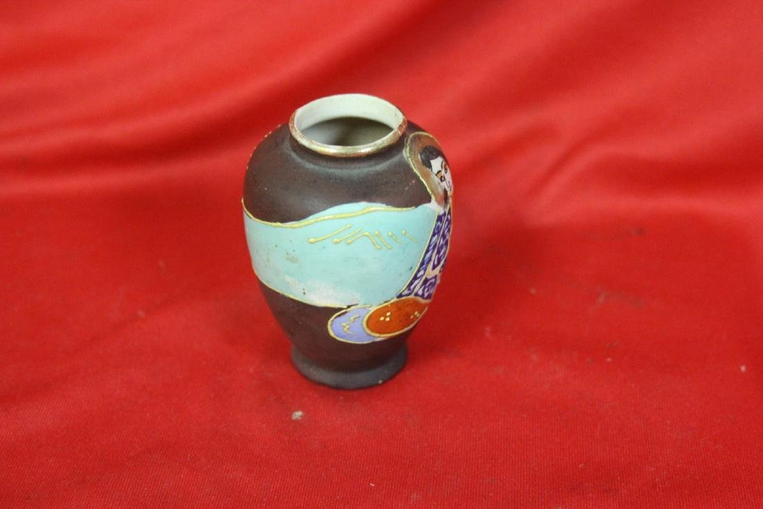 An Early Japanese Vase - 4