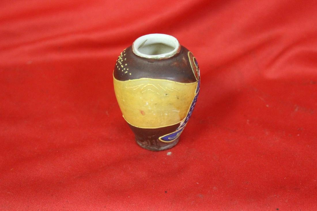 An Early Japanese Vase - 2