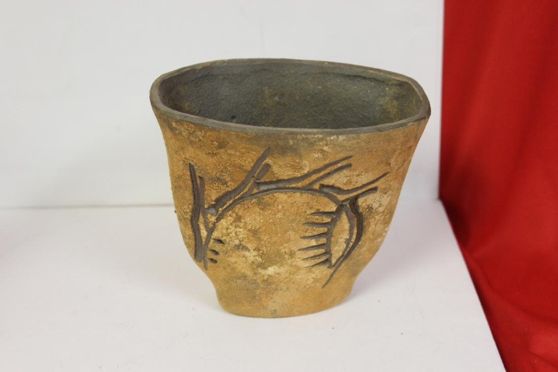 A Piece of Signed Pottery Article - 3
