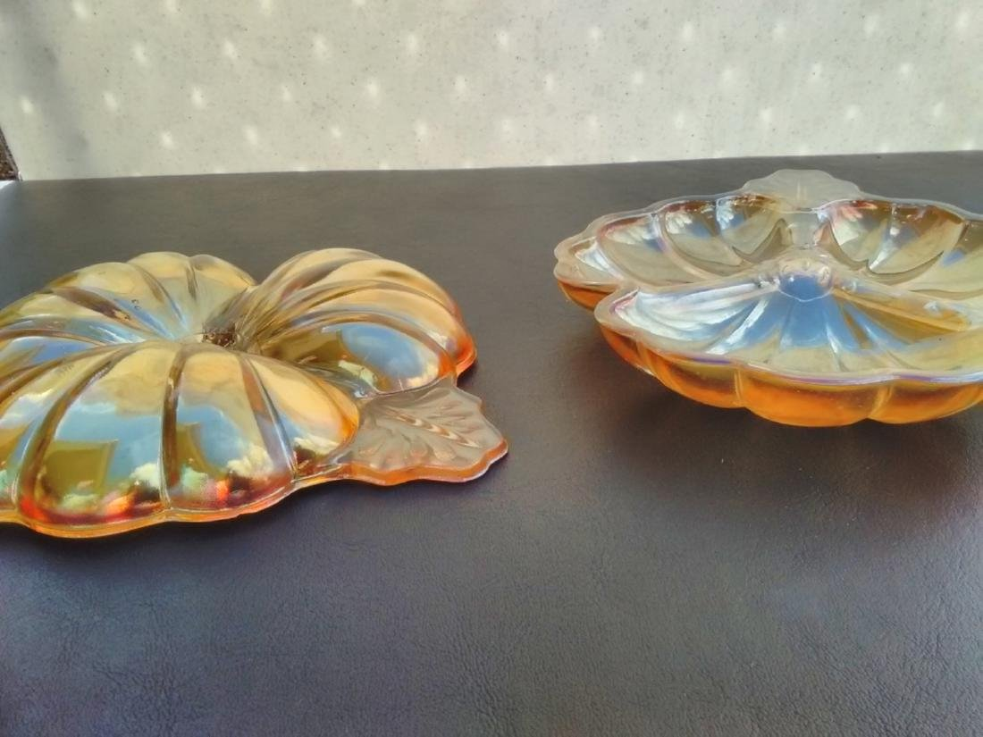 A Pair of Carnival Leaf Form Dishes - 4