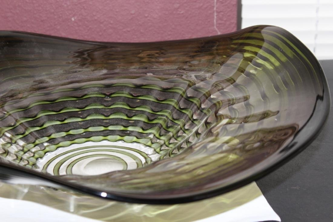 An Art Glass Bowl - 2