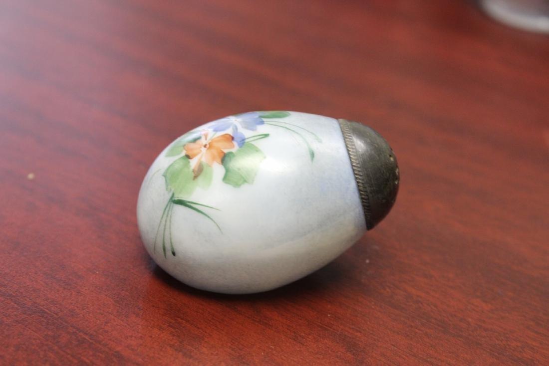An Egg Form Mount Washington Salt and Pepper Shaker - 2