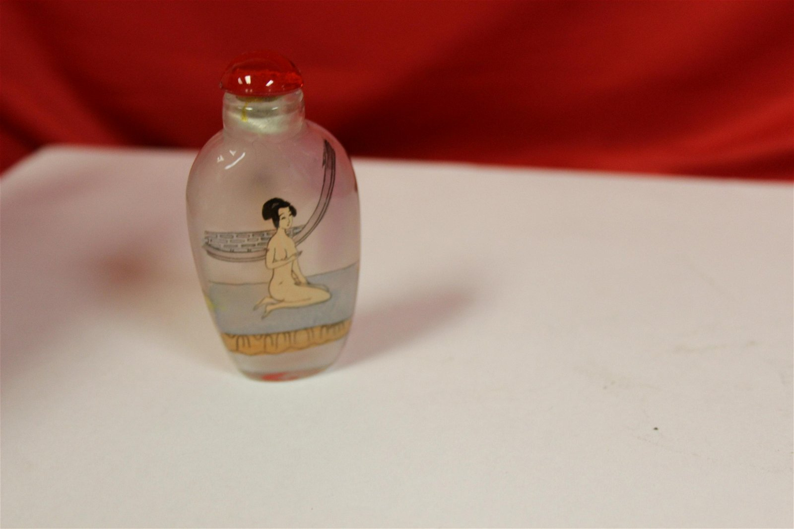 A Nude Glass Snuff Bottle
