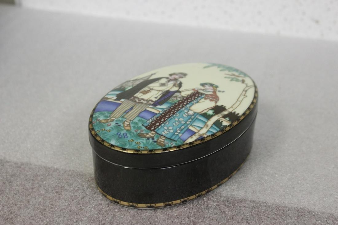 A Heinrich Villeroy and Boch Porcelain Trinket Box
