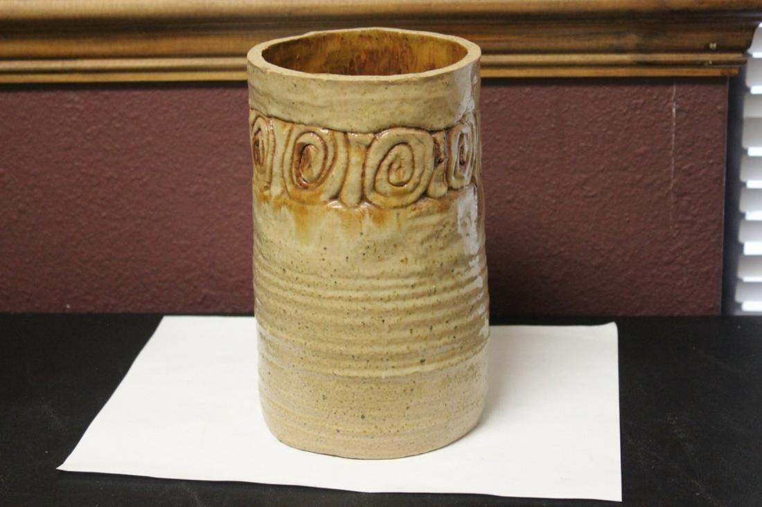 A Clay Cylinder Vase