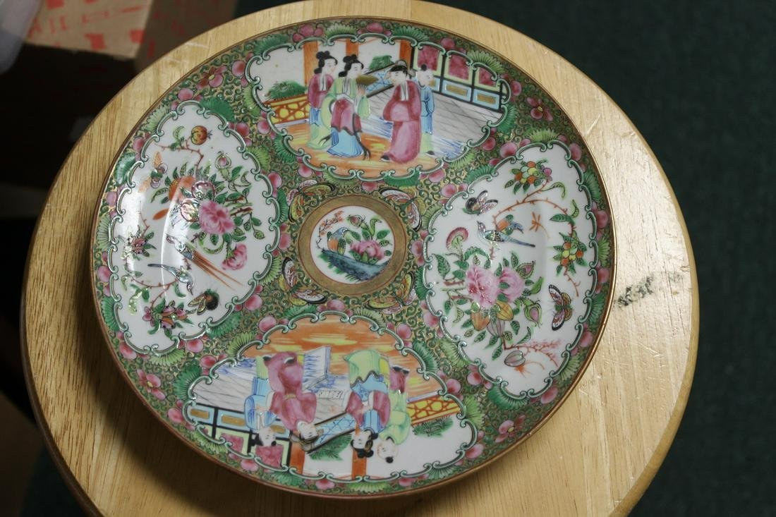 An Antique Chinese Rose Medallion Plate