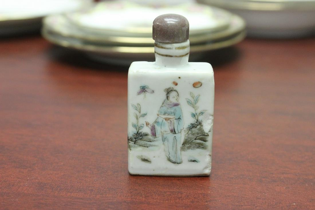 An Antique Chinese Porcelain Snuff Bottle