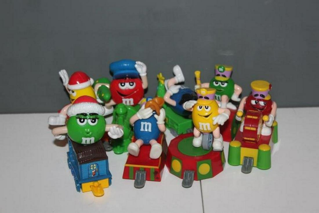 Lot of 8 M&M's Candy Toppers with Rare Series 1 Engine