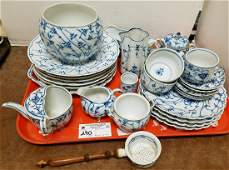 """TRAY 28PC. GERMAN BLUE + WHITE, """"ONION"""" PARTIAL DINNER"""