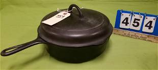 GRISWOLD CAST IRON COVERED SKILLET