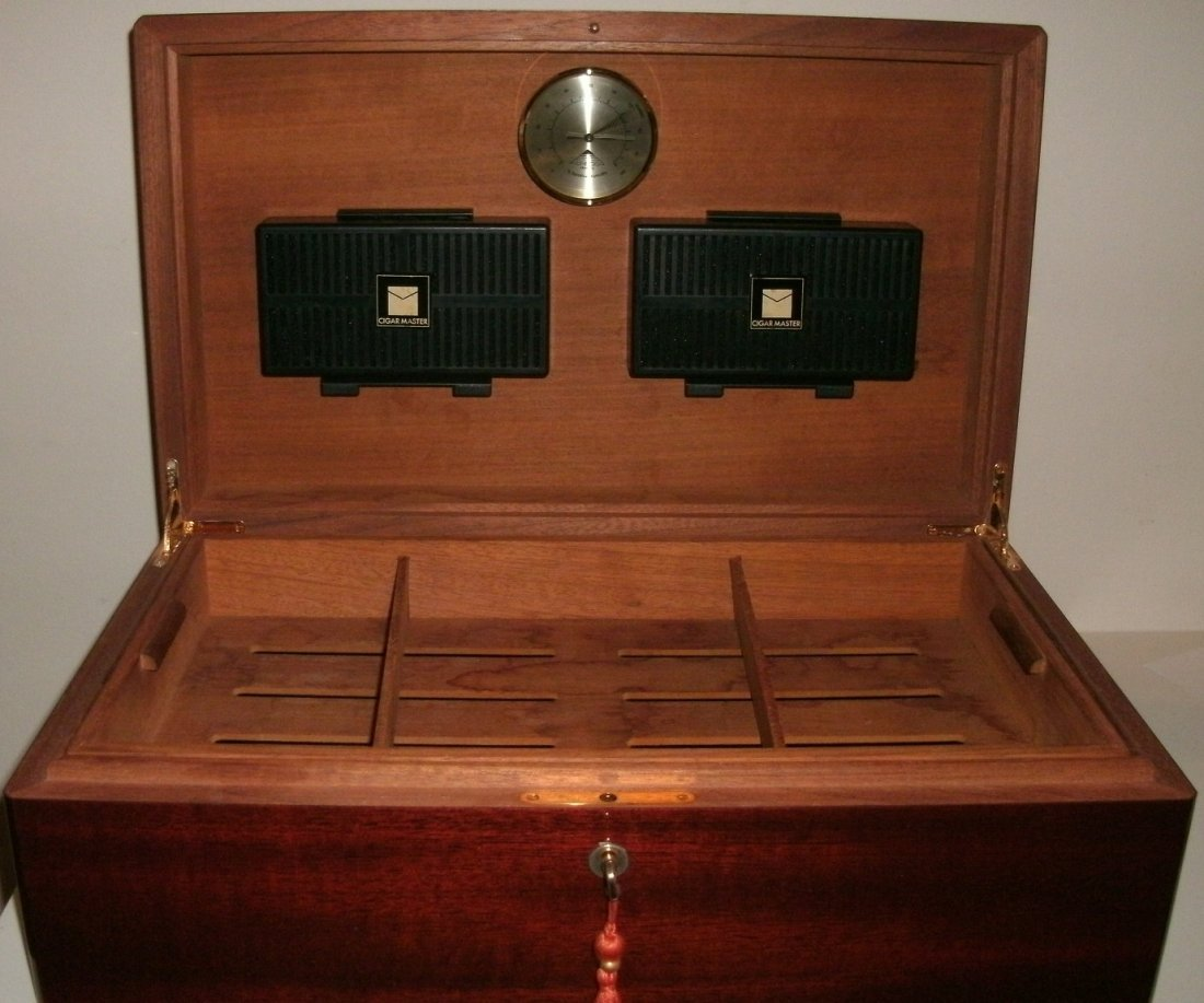 Spanish Cedar Wooden Humidor w/ Fitted Interior - Key