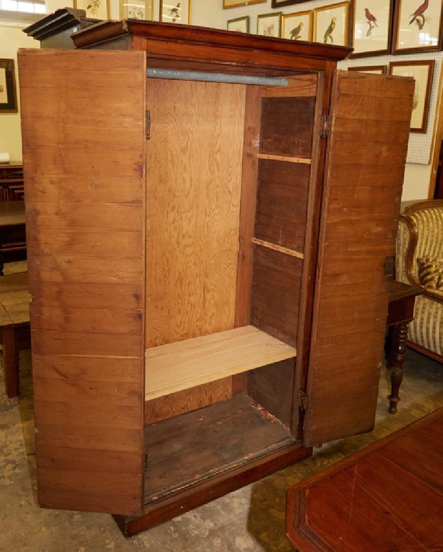 Louisiana Cypress Cupboard, 19th c., the ogee crown, - 2