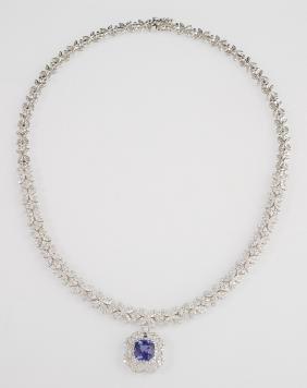 18K White Gold Link Necklace, with 24 pierced floriform