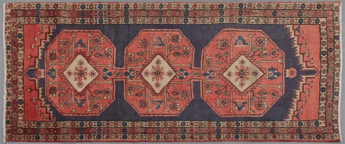 Heriz Carpet, 9' 4 x 4' 3.