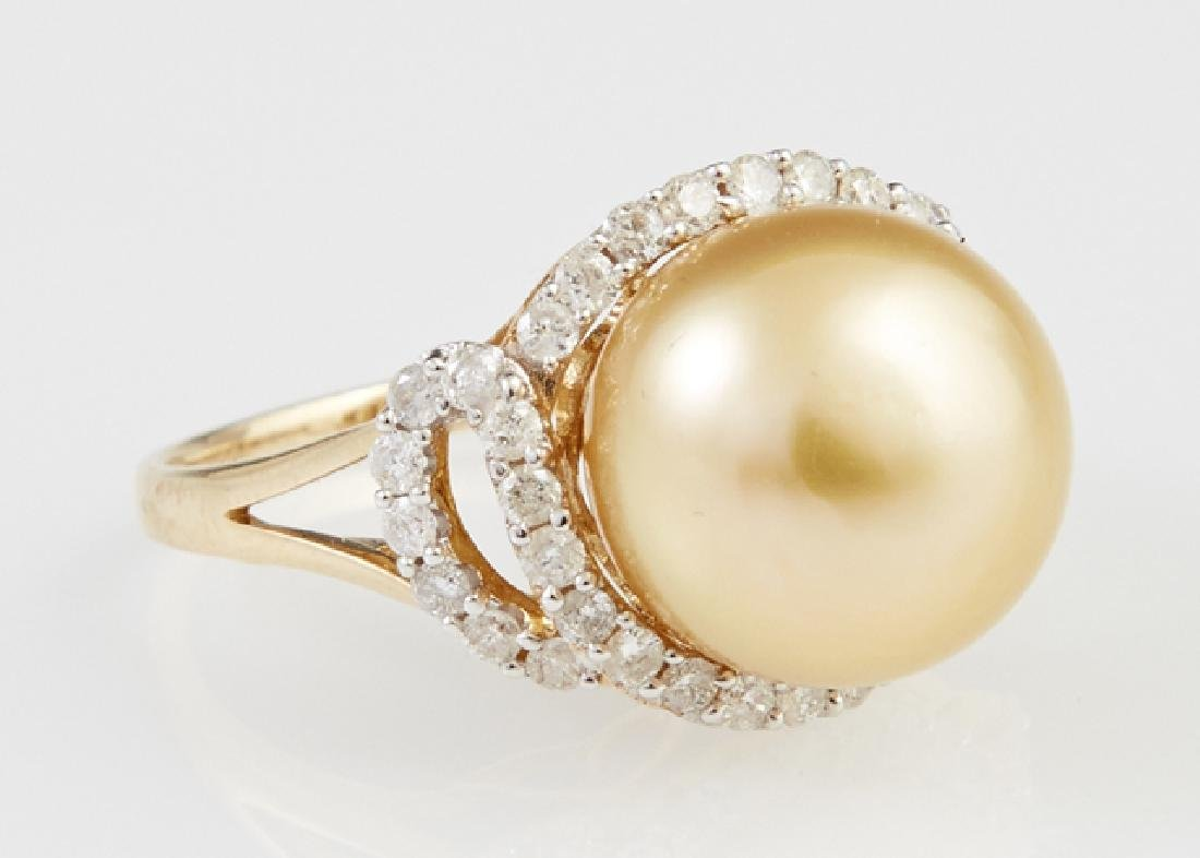 Lady's 18K Yellow Gold Dinner Ring, with a 13 mm golden