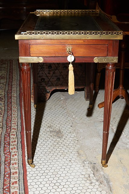 French Louis XVI Style Diminutive Writing Table, 19th - 3