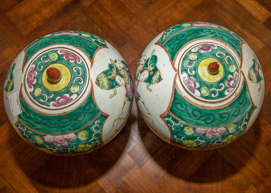 Pair of Chinese Baluster Porcelain Ginger Jars, 20th - 3