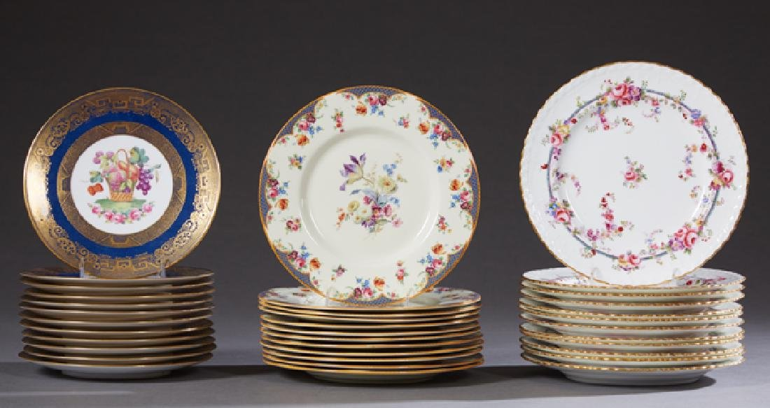 Group of Thirty-Six Dinner Plates, consisting of twelve