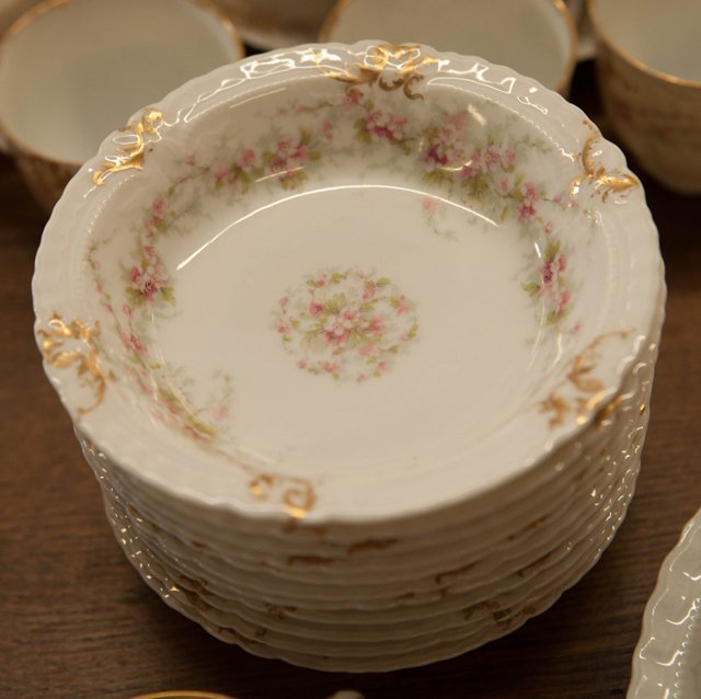 One Hundred Eight Piece Set of Limoges Porcelain - 4
