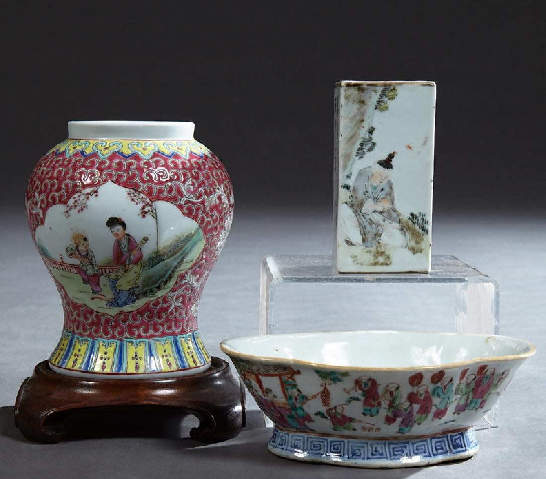 Group of Three Pieces of Chinese Porcelain, 20th c.,