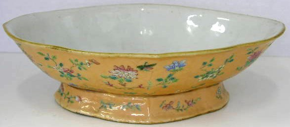 12: Oriental Shaped Footed Serving Bowl, 19th c., decor