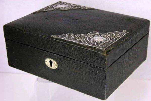 11: Edwardian Leather Jewelry Box, c. 1900, the lid wit