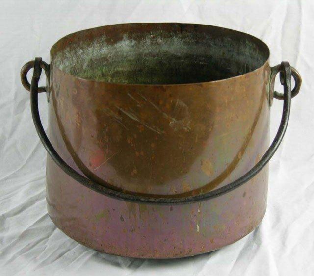 822: Large Copper Pot, 19th c., with a wrought iron fol