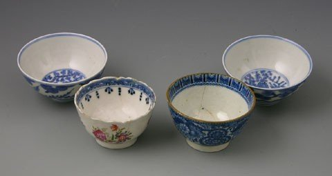 17A: Group of Four Oriental Teacups, 19th c., with blue