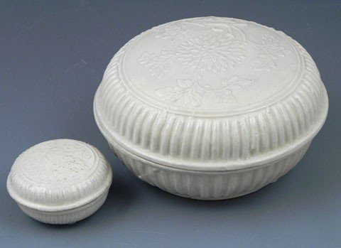 74: Two Chinese Te Hua Porcelain Boxes, Ming Dynasty, w