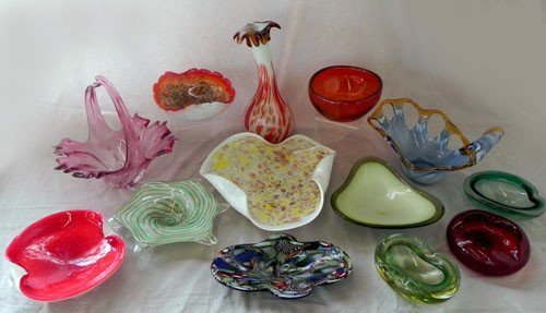 47: Group of Thirteen Pieces of Murano Glass, mid 20th