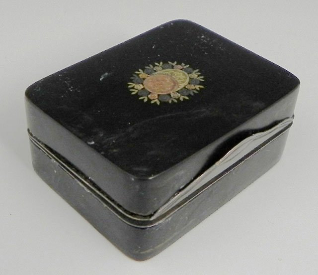 758: Tortoise Shell Snuff Box, early 19th c., the lid w