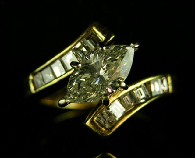 882: Lady's 18K Yellow Gold Dinner Ring, with a central
