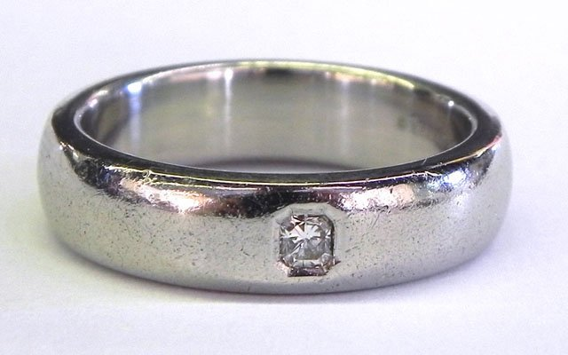 885: Man's Tiffany Platinum Lucida Ring, with an inset